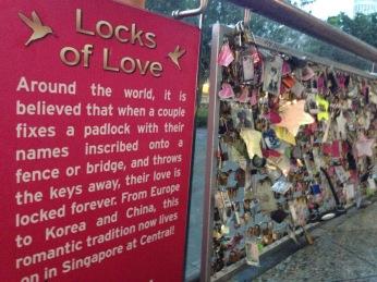 En Singapur instalaron un espacio para invitar a las parejas a dejar una huella de su amor en la ciudad.